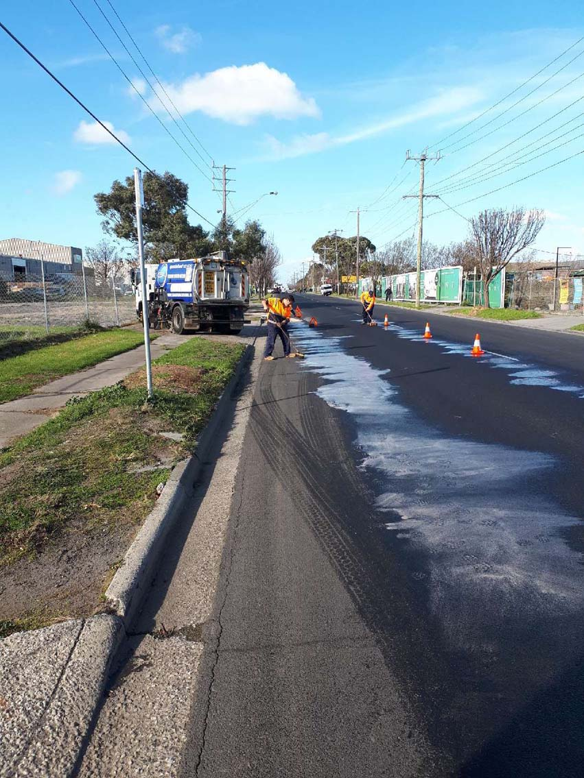 CSA emergency response - cleaning oil spill in Thomastown